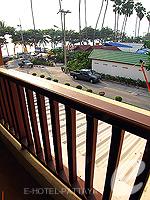 パタヤ ジョムティエンビーチのホテル : サリタ シャレー & スパ(Sarita Chalet & Spa)のデラックス ルームルームの設備 Balcony