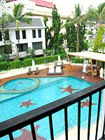 プーケット インターネット接続(無料)のホテル : サワディー パトン リゾート(Sawaddi Patong Resort)のスーペリアルームの設備 Balcony