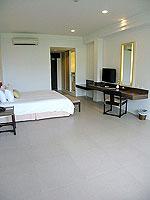 プーケット インターネット接続(無料)のホテル : サワディー パトン リゾート(Sawaddi Patong Resort)のデラックスルームの設備 Bedoom