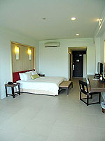 プーケット インターネット接続(無料)のホテル : サワディー パトン リゾート(Sawaddi Patong Resort)のデラックスルームの設備 Bedroom