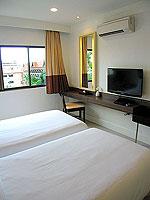 プーケット インターネット接続(無料)のホテル : サワディー パトン リゾート(Sawaddi Patong Resort)のスイートルームの設備 Bedroom