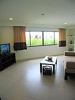 プーケット パトンビーチのホテル : サワディー パトン リゾート(Sawaddi Patong Resort)のスイートルームの設備 Living Room