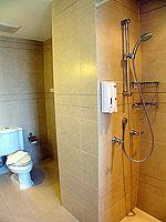 プーケット パトンビーチのホテル : サワディー パトン リゾート(Sawaddi Patong Resort)のスイートルームの設備 Bathroom