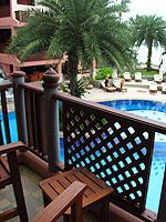 プーケット 5,000~10,000円のホテル : シービュー パトン ホテル(Seaview Patong Hotel)のスーペリア(シングル)ルームの設備 Balcony