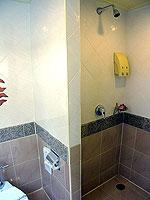 プーケット 5,000~10,000円のホテル : シービュー パトン ホテル(Seaview Patong Hotel)のジュニア スイートルームの設備 Bath Room