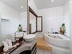 プーケット カロンビーチのホテル : シークレット クリフ リゾート(Secret Cliff Resort & Restaurant)のデラックス サンセット ヴィラルームの設備 Bathroom