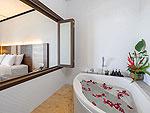 プーケット 5,000~10,000円のホテル : シークレット クリフ リゾート(Secret Cliff Resort & Restaurant)のデラックス サンセット ヴィラルームの設備 Bathroom