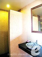 プーケット 5,000円以下のホテル : シーカ ブティック リゾート(Seeka Boutique Resort)のスーペリア(ダブル)ルームの設備 Bath Room
