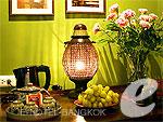バンコク 王宮・カオサン周辺のホテル : シャンハイ マンション ブティック ホテル(Shanghai Mansion Boutique Hotel)のインフア(チェリーブロッサム)ルームの設備 Table