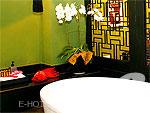 バンコク 王宮・カオサン周辺のホテル : シャンハイ マンション ブティック ホテル(Shanghai Mansion Boutique Hotel)のインフア(チェリーブロッサム)ルームの設備 Bathtub
