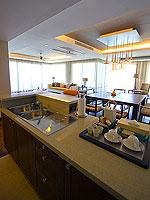 サムイ島 2ベッドルームのホテル : シャサ リゾート & レジデンス コ サムイ(ShaSa Resort & Residences Koh Samui)のシービュースイート(3ベッドルーム)ルームの設備 Kitchen