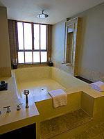 サムイ島 2ベッドルームのホテル : シャサ リゾート & レジデンス コ サムイ(ShaSa Resort & Residences Koh Samui)のシービュースイート(3ベッドルーム)ルームの設備 Bathtub