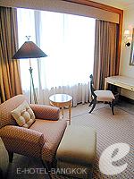 バンコク スクンビットのホテル : シェラトン グランデ スクンビット(Sheraton Grande Sukhumvit)のグランデ スイートルームの設備 Chair