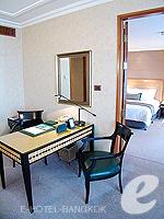 バンコク スクンビットのホテル : シェラトン グランデ スクンビット(Sheraton Grande Sukhumvit)のグランデ スイートルームの設備 Desk