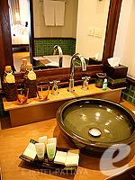 Bathroom : Ocean View Room (6000-9000บาท) โรงแรมในพัทยา, ประเทศไทย