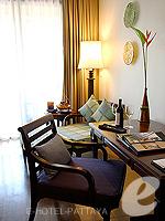 パタヤ サウスパタヤのホテル : インターコンチネンタル パタヤ リゾート(Inter Continental Pattaya Resort)のプール テラス ルームルームの設備 Desk