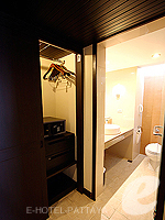パタヤ オーシャンビューのホテル : サイアム ベイショア リゾート & スパ(Siam Bayshore Resort & Spa)のトロピカル デラックス(シングル)ルームの設備 Closet