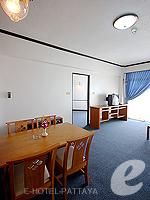 パタヤ ジョムティエンビーチのホテル : シグマ リゾート ジョムティエン パタヤ(Sigma Resort Jomtien Pattaya)のジュニア スイート ルームルームの設備 Living Room