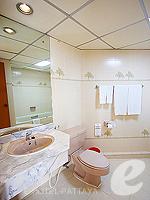 パタヤ ジョムティエンビーチのホテル : シグマ リゾート ジョムティエン パタヤ(Sigma Resort Jomtien Pattaya)のジュニア スイート ルームルームの設備 Bathroom