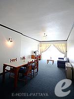 パタヤ ジョムティエンビーチのホテル : シグマ リゾート ジョムティエン パタヤ(Sigma Resort Jomtien Pattaya)のシグマ スイートルームの設備 Living Room