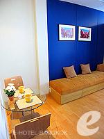 バンコク ファミリー&グループのホテル : シーロム コンベント ガーデン(Silom Convent Garden)のスタジオ B ルームの設備 Dining Area