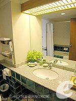 バンコク シーロム・サトーン周辺のホテル : シーロム セリーヌ(Silom Serene)のデラックス(シングル)ルームの設備 Bathroom