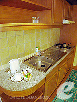 バンコク ファミリー&グループのホテル : シーロム セリーヌ(Silom Serene)のエグゼクティブ(シングル)ルームの設備 kitchen
