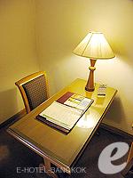 バンコク ファミリー&グループのホテル : シーロム セリーヌ(Silom Serene)のエグゼクティブ(シングル)ルームの設備 Desk