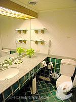 バンコク シーロム・サトーン周辺のホテル : シーロム セリーヌ(Silom Serene)のエグゼクティブ(シングル)ルームの設備 Bathroom