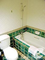 バンコク ファミリー&グループのホテル : シーロム セリーヌ(Silom Serene)のエグゼクティブ(シングル)ルームの設備 Bathroom
