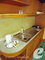 バンコク ファミリー&グループのホテル : シーロム セリーヌ(Silom Serene)のエグゼクティブ(ダブル)ルームの設備 kitchen