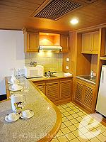 バンコク ファミリー&グループのホテル : シーロム セリーヌ(Silom Serene)の1ベッドルーム スイート(シングル)ルームの設備 kitchen