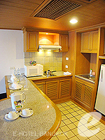 バンコク ファミリー&グループのホテル : シーロム セリーヌ(Silom Serene)の1ベッドルーム スイート(ダブル)ルームの設備 kitchen