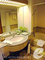 バンコク ファミリー&グループのホテル : シーロム セリーヌ(Silom Serene)の1ベッドルーム スイート(ダブル)ルームの設備 Desk