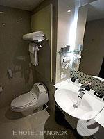 バンコク スクンビットのホテル : シルク バンコク(Silq Bangkok)のスーペリア(ダブル)ルームの設備 Bathroom