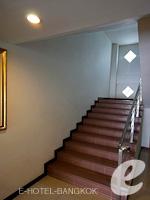 バンコク スワンナプーム空港周辺のホテル : シルバー ゴールド ガーデン スワンナプーム エアポート 「Stairs」