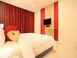 プーケット パトンビーチのホテル : スリープ ウィズ ミー ホテル(Sleep with Me Hotel Design Hotel at Patong)のスーペリアルームの設備 Bedroom