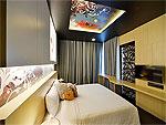 プーケット パトンビーチのホテル : スリープ ウィズ ミー ホテル(Sleep with Me Hotel Design Hotel at Patong)のスイートルームの設備 Bed Room