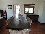 サムイ島 チョンモーンビーチのホテル : ソムオー ヴィラ(Som O Villa)の3ベッドルームルームの設備 Dining Area