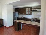 サムイ島 チョンモーンビーチのホテル : ソムオー ヴィラ(Som O Villa)の3ベッドルームルームの設備 Kitchen