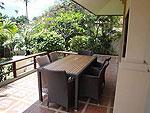 サムイ島 チョンモーンビーチのホテル : ソムオー ヴィラ(Som O Villa)の3ベッドルームルームの設備 Blcony