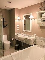 プーケット プールアクセスのホテル : シュガー マリーナ リゾート ノウティカル カタ ビーチ(Sugar Marina Resort NAUTICAL Kata Beach)のデラックスガーデンビュールームの設備 Bath Room