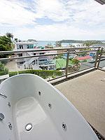 プーケット カタビーチのホテル : シュガーパーム グランド ヒルサイド(Sugar Palm Grand Hillside)のグランド デラックスルームの設備 Outdoor Jacuzzi