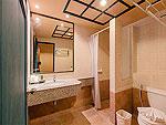 プーケット 5,000円以下のホテル : スワン パーム リゾート(Suwan Palm Resort)のデラックス ルームルームの設備 Bathroom