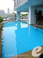 Swimming Pool / Tai-Pan Hotel Bangkok, มีสปา