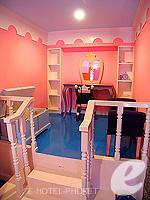 プーケット ファミリー&グループのホテル : ノボテル プーケット カロン ビーチ リゾート & スパ(Novotel Phuket Karon Beach Resort & Spa)のドゥプレックス アドベンチャー スイートルームの設備 Living Room