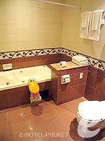 プーケット ファミリー&グループのホテル : ノボテル プーケット カロン ビーチ リゾート & スパ(Novotel Phuket Karon Beach Resort & Spa)のドゥプレックス アドベンチャー スイートルームの設備 Kitchen