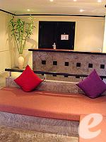 プーケット ファミリー&グループのホテル : ノボテル プーケット カロン ビーチ リゾート & スパ(Novotel Phuket Karon Beach Resort & Spa)のジュニア スイートルームの設備 Living Room