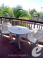 プーケット ファミリー&グループのホテル : ノボテル プーケット カロン ビーチ リゾート & スパ(Novotel Phuket Karon Beach Resort & Spa)のジュニア スイートルームの設備 Balcony