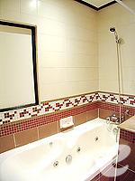 プーケット ファミリー&グループのホテル : ノボテル プーケット カロン ビーチ リゾート & スパ(Novotel Phuket Karon Beach Resort & Spa)のジュニア スイートルームの設備 Bathroom